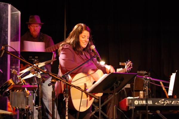 Singer, songwriter Therese Maynard