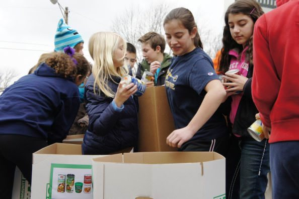 Dearborn Height Montessori Center students load food
