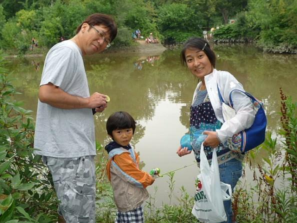 Fishing-Derby-mom-dad-son-594